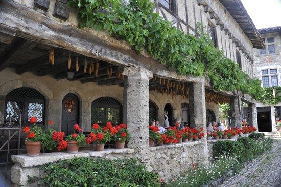 Cite medievale de Perouges: Tavern at Perouges