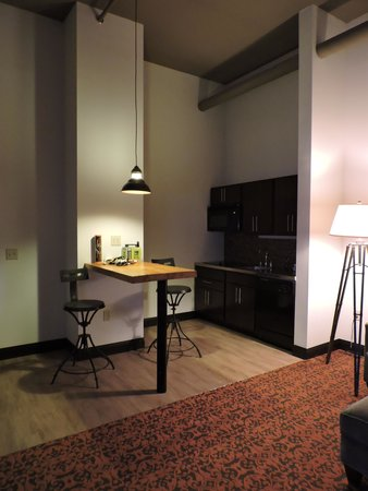 The Brewhouse Inn & Suites: suite kitchnette
