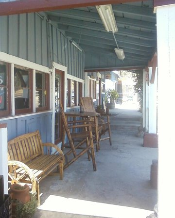 Gena's Sierra Inn: Sit back, relax and let us do all the work.