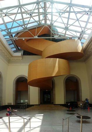 Galería de Arte de Ontario (AGO): AGO inside spiral staircase - enjoy
