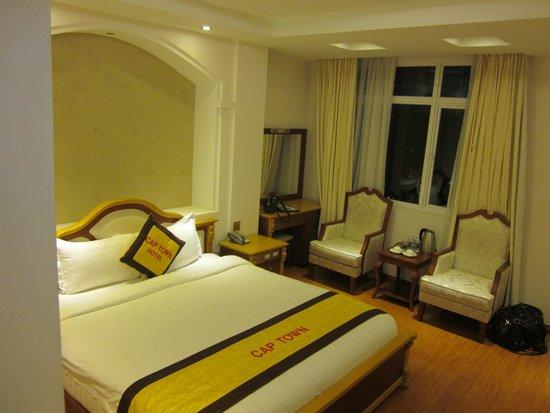 Cap Town Hotel: Deluxe room street view