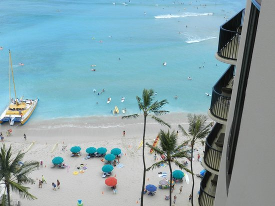 Outrigger Waikiki Beach Resort : View of beach from room