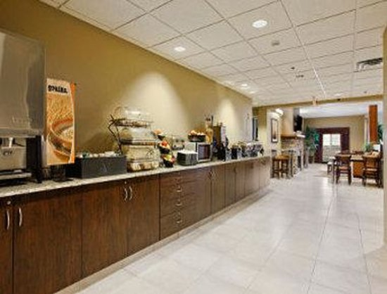 Microtel Inn & Suites by Wyndham Buda at Cabela's : Breakfast Setup