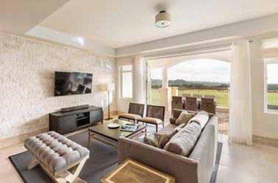Plantation Resort Residences at Dorado Beach: Residences Living Room