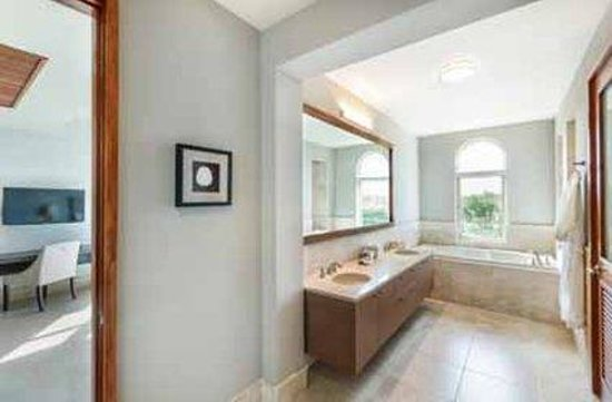 Plantation Resort Residences at Dorado Beach: Residences Master Bathroom