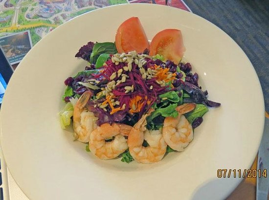 Pan Pacific Whistler Mountainside : Room service Emerald Salad with Poached Shrimp