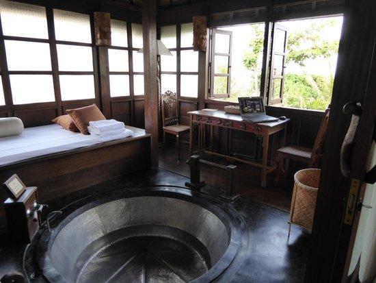 Hotel Tugu Bali : Deel van de suite, met heerlijk groot bad