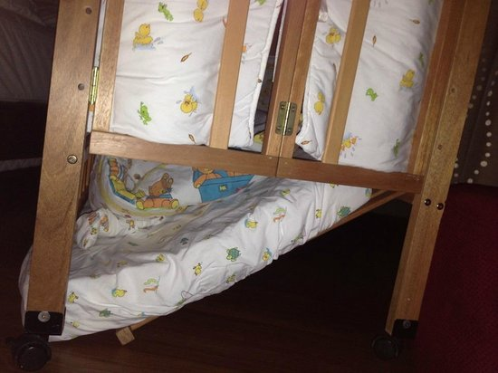 Pullman Kuching: The baby cot that gave way at 2am in the morning with my baby in it!