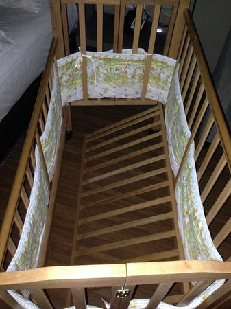 Pullman Kuching: The baby cot that gave way at 2am in the morning, with my baby in it!
