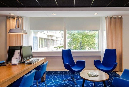 Holiday Inn Express Rotterdam - Central Station: Check your e-mail in our business corner