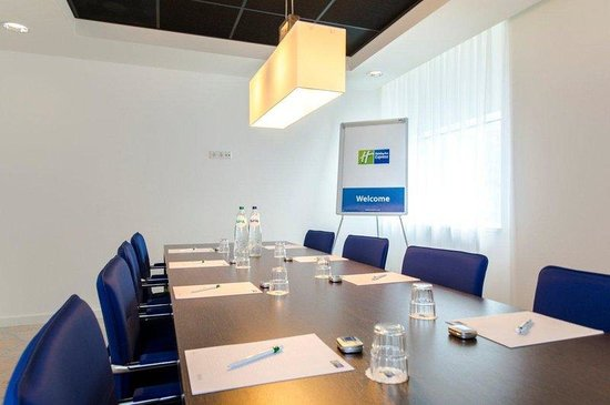Holiday Inn Express Rotterdam - Central Station: Have a boardroom meeting in the city centre of Rotterdam