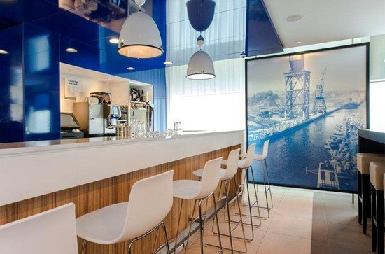 Holiday Inn Express Rotterdam - Central Station: Enjoy your evening in our lobby bar and lounge