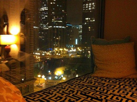 Kimpton Hotel Monaco Chicago: night view form my nook :)