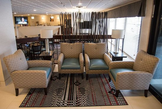Best Western Plus Dayton South: Seating in Main Lobby