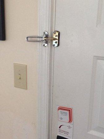 Sonesta ES Suites Somers Point : Dirty Door