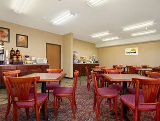 Days Inn Colorado Springs Airport : Breakfast Area