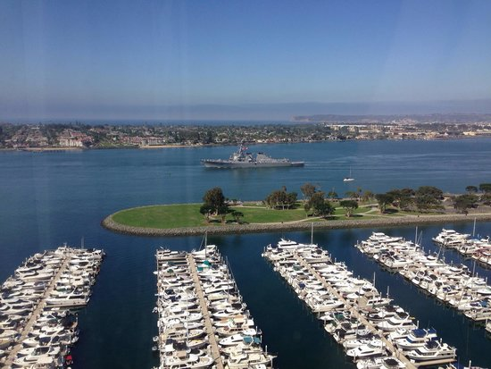 Marriott Marquis San Diego Marina : It was Fleet Week while I was there. What a view from my room.