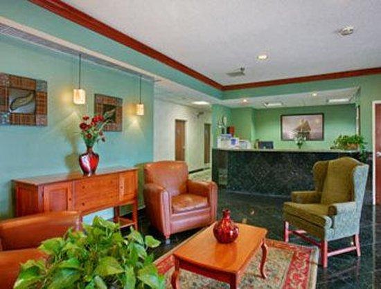 Baymont Inn & Suites South Haven : Lobby