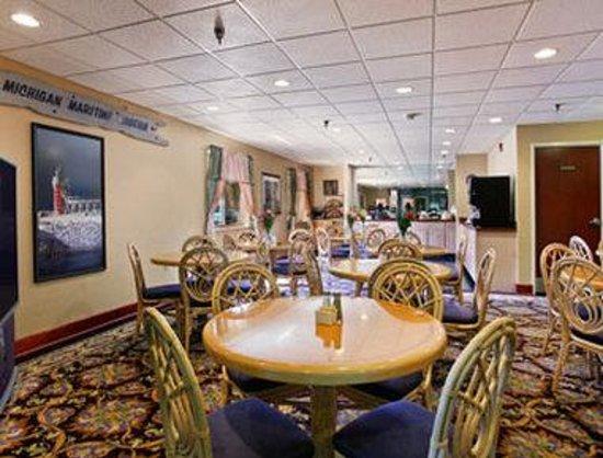 Baymont Inn & Suites South Haven : Breakfast Area