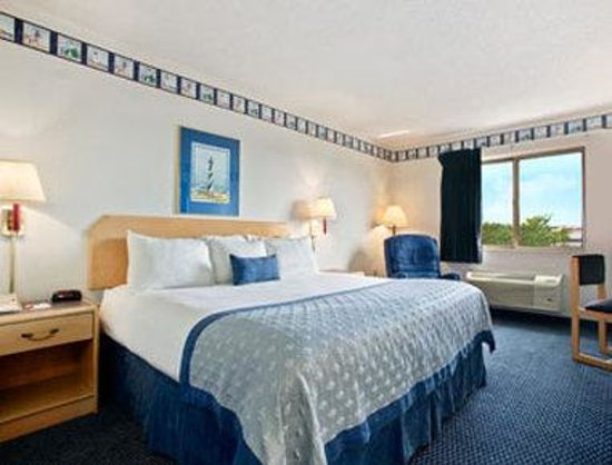 Baymont Inn & Suites South Haven: Standard King Bed Room
