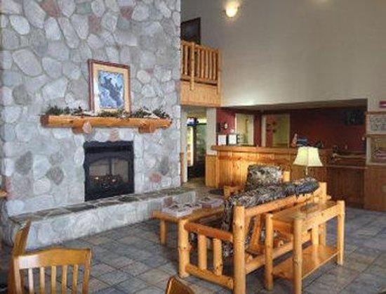 Baymont Inn & Suites Baxter/Brainerd Area: Lobby