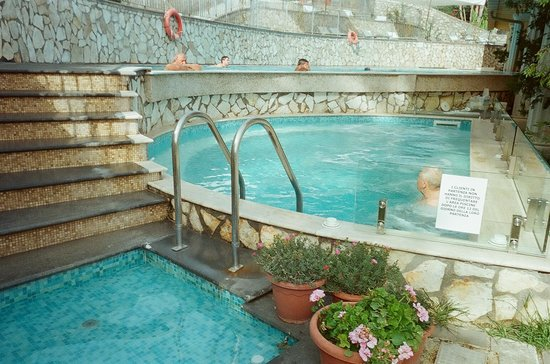 Hotel Weber Ambassador Capri: hotel pools (much nicere in person!)