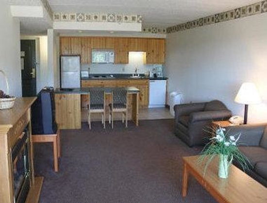 Baymont Inn & Suites Baxter/Brainerd Area: 2 Room Suite