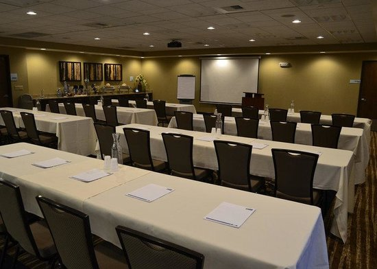 Holiday Inn Express Hotel And Suites Belgrade: Meeting Room set Classroom