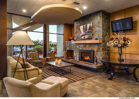 BEST WESTERN PLUS Silverdale Beach Hotel: Lobby