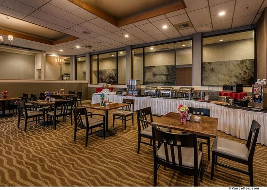 BEST WESTERN PLUS Silverdale Beach Hotel: Breakfast Buffet