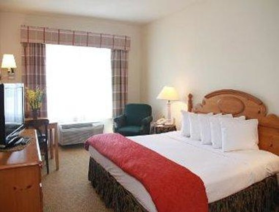 Baymont Inn & Suites Waunakee: One King Bed Room