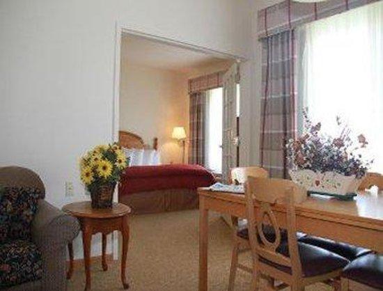 Baymont Inn & Suites Waunakee: Suite