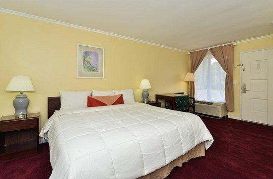 Americas Best Value Inn - Bridgewater: One King Bed