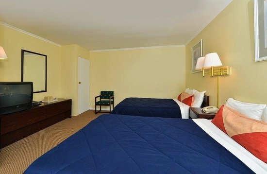 Americas Best Value Inn - Bridgewater: Two Double Beds