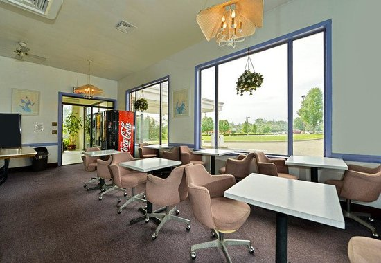 Americas Best Value Inn - Bridgewater: Breakfast Area