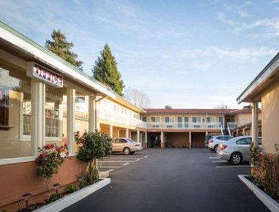 Knights Inn Berkeley: Exterior