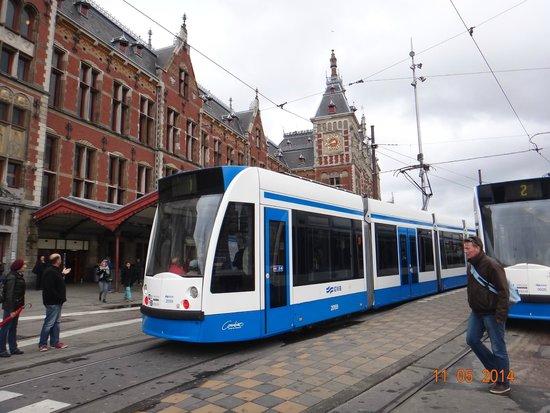 Hauptbahnhof: Os trams em frente