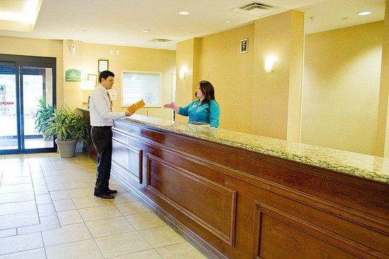 Crown Club Inn Orlando By Exploria Resorts: Reception