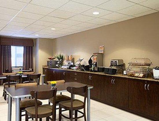 Microtel Inn & Suites by Wyndham Odessa: Breakfast Area