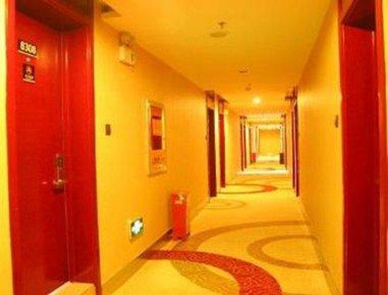 Super 8 Hotel Yinchuan Nan Men Guang Chang: Hallway