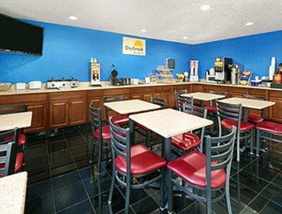 Days Inn & Suites Green Bay WI.: Breakfast Area