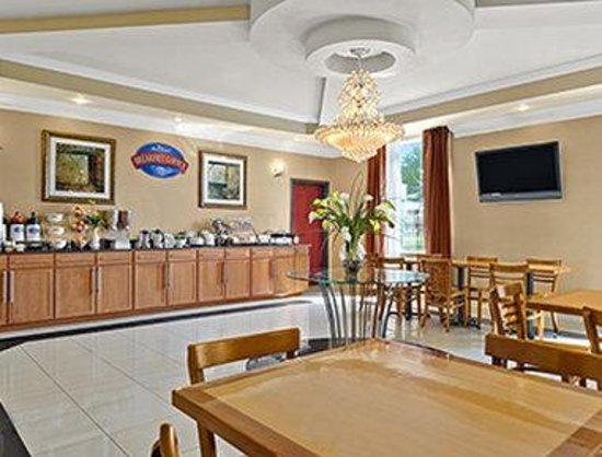 Baymont Inn & Suites Marrero : Breakfast Area