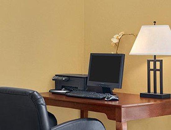 Baymont Inn & Suites Marrero : Business Center