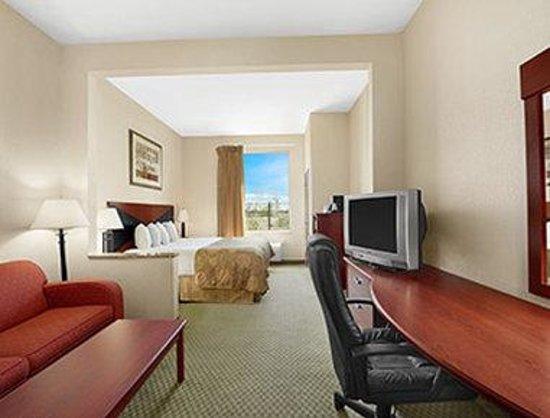Baymont Inn & Suites Marrero: King Bed Suite