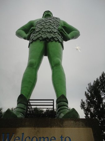 Green Giant Statue Park: From below