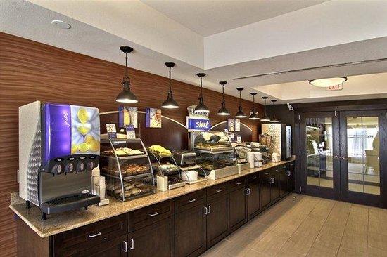 Holiday Inn Express Hotel & Suites Hobbs: Breakfast Bar