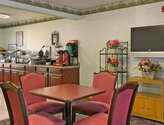 Days Inn Springfield: Breakfast Area