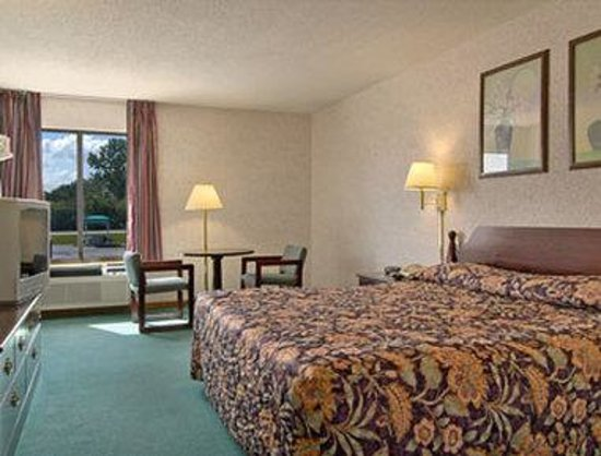 Days Inn Springfield: Standard Queen Bed Room