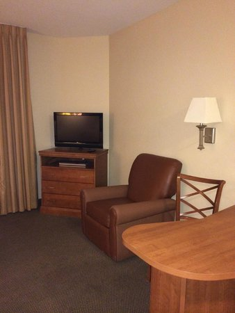 Candlewood Suites Extended Stay: Sitting / Eating Area in Room