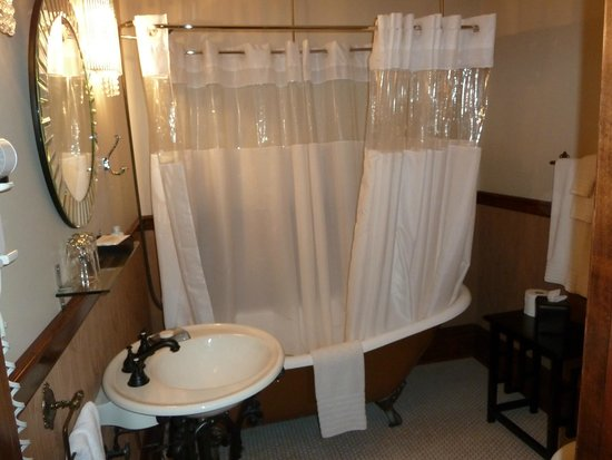 Blackwell Hotel : Bathroom for room #2